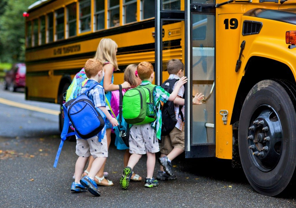 Children going up the bus